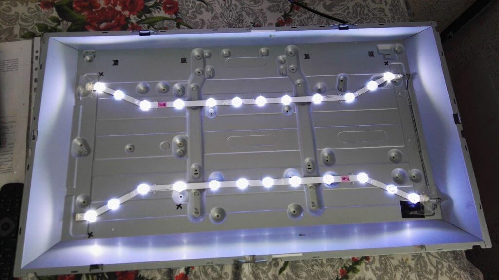 подсветка телевизора Samsung UE32EH4003